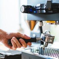 סליקת כרטיסי אשראי EMV בבית קפה או בר מסעדה