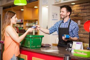 תשלום כרטיס אשראי חנות נוחות